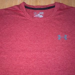 Under Armour men's red HeatGear shirt M